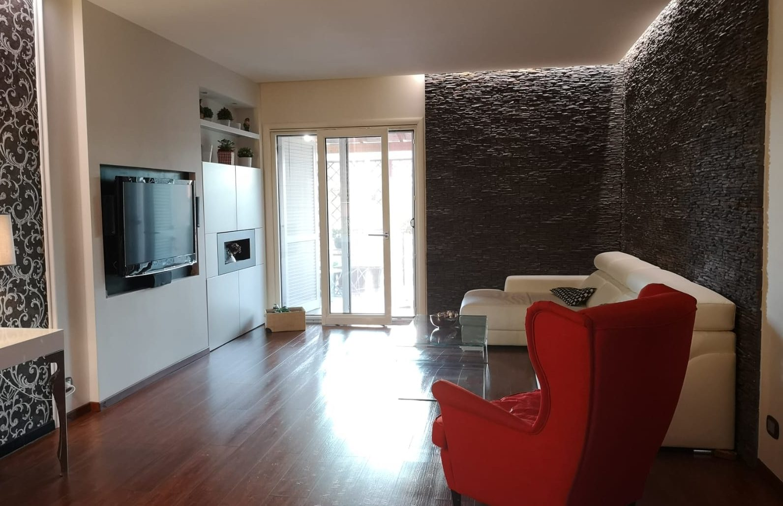Villa Adriana, Via Lago di Annone, Appartamento