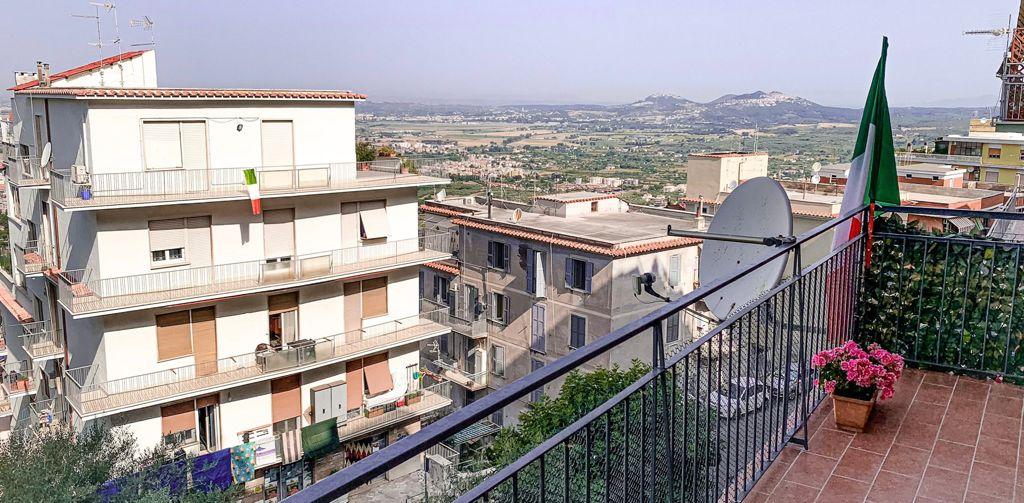 Tivoli, via Silla Rosa De Angelis, appartamento luminoso